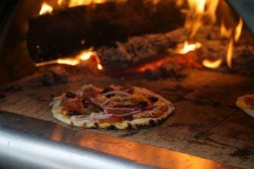 Pizza croustillante sur pain pita, recette vegetarien
